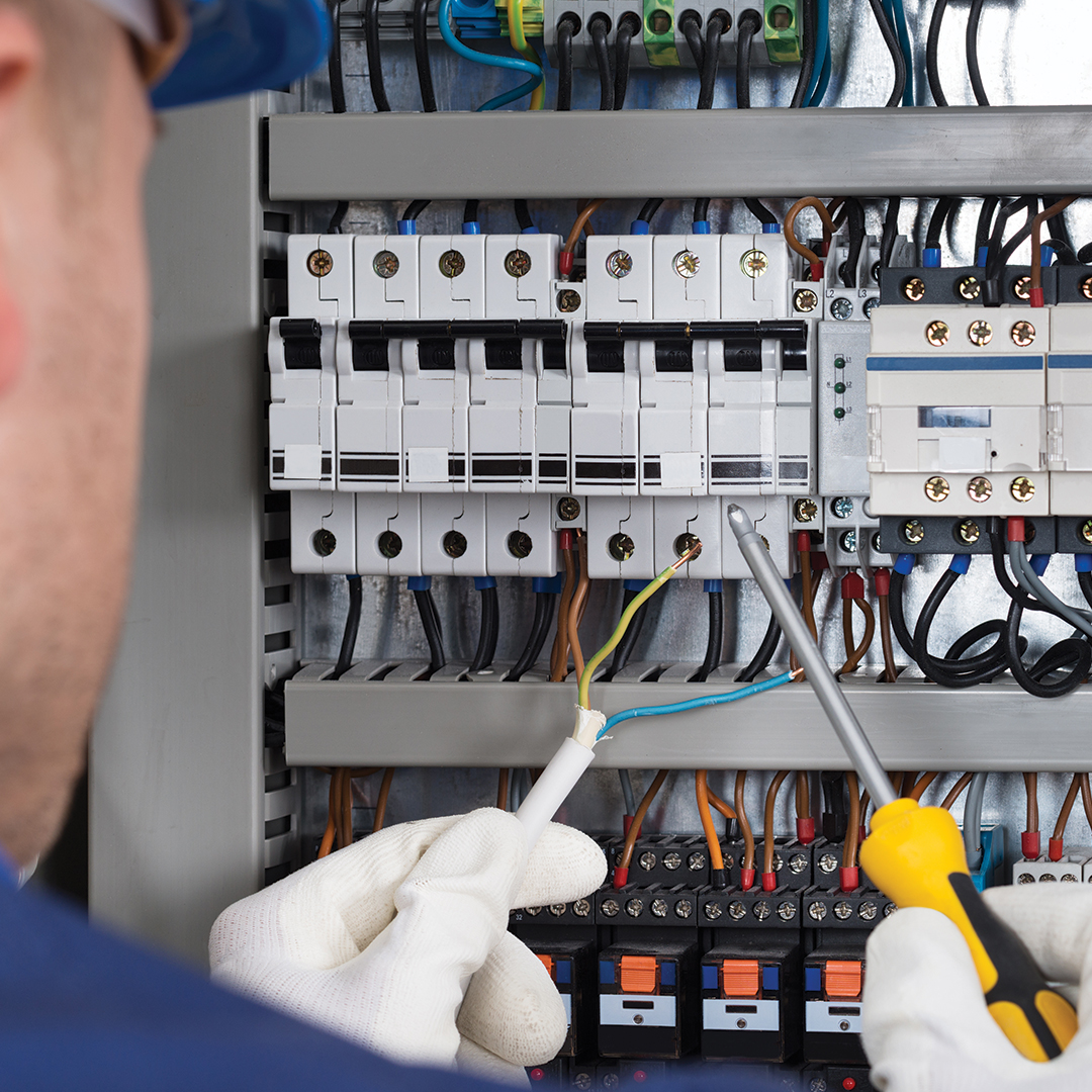 How To Safely Reset Circuit Breakers And Fix Blown Fuses On Time Distribution Box Electrical Panels Panel Buy Breaker Service